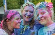 La Festa dels colors i un taller de samarretes són algunes de les propostes per a avui
