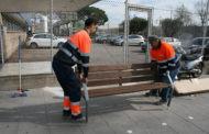 L'Ajuntament de la Llagosta instal·la nous bancs a la via pública