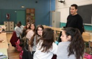 L'alcalde, Óscar Sierra, participa en una tertúlia amb estudiants de l'Institut Marina