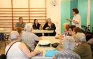 El taller de treballs manuals del Casal d'Avis dona 551 euros a Rems