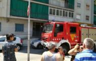 Vuit persones ferides en l'extinció d'un foc en un pis a la plaça de Catalunya