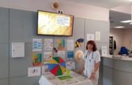 L'ambulatori instal·la una taula informativa per prevenir els efectes de la calor