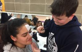 La Regidoria de Joventut munta un taller de maquillatge