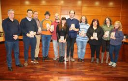 Es presenta el llibre d'un grup d'autors locals, 'Barricadas de papel y tinta'