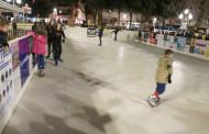 S'amplia fins al 30 de desembre la pista de gel de la plaça d'Antoni Baqué