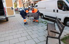 L'Ajuntament instal·la nous bancs i papereres