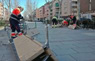 Continua la renovació de bancs als carrers i places de la Llagosta
