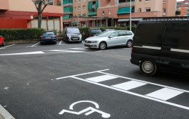 L'aparcament del final de la plaça de Pere IV ja està asfaltat