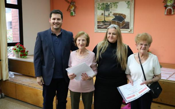 Lliurats els diplomes a les persones participants als tallers del Casal d'Avis