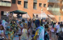 Més de 200 persones participen al Saltats Colour Festival