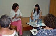 L'escriptora Sílvia Soler comparteix una estona amb els lectors de la Biblioteca