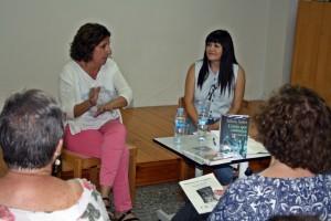 Sílvia Soler, a l'esquerra