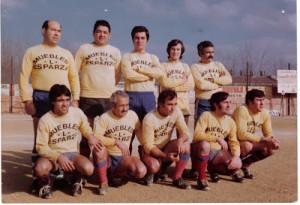 Clemente Requena com a jugador (a la fila d'amunt, el primer de l'esquerra). Fotografia: CD viejas Glorias.