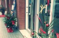Uns 50 comerços llueixen el mateix arbre de Nadal a iniciativa de l'ACIS