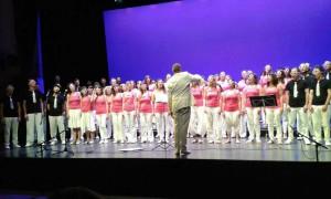 El Cor Vivace duran la seva actuació l'any 2015