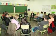 El Centre de Formació d'Adults va acollir ahir una trobada amb l'alcalde