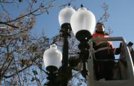 L'Ajuntament comença a substituir els llums de la plaça d'Antoni Baqué