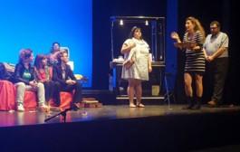 Nanocosmos Teatre omple el Centre Cultural amb 'Hombres al borde de un ataque de mujeres'