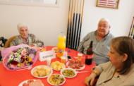 Homenatjades tres persones sòcies de l'Agrupación de Jubilados y Pensionistes majors de 95 anys