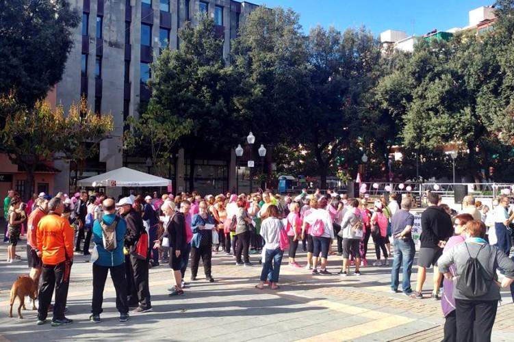 Unes 240 persones van participar ahir a la Caminada contra el càncer de mama