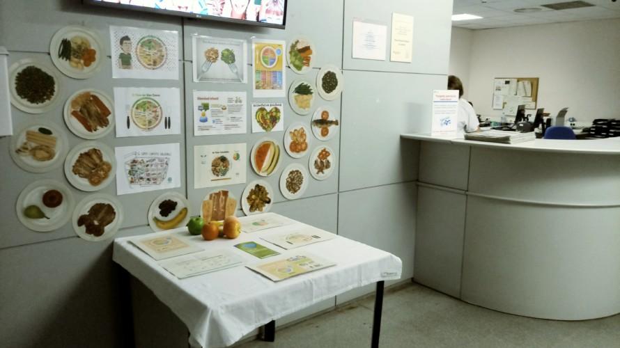 L'ambulatori de la Llagosta promou l'alimentació saludable amb una taula informativa