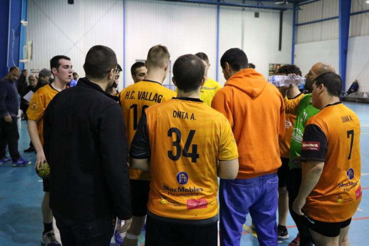 Setena derrota seguida del sènior de l'Handbol Club Vallag