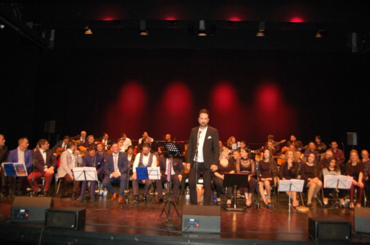 La Unión Musical La Flamenca recapta prop de 10.200 euros solidaris amb la Zambomba