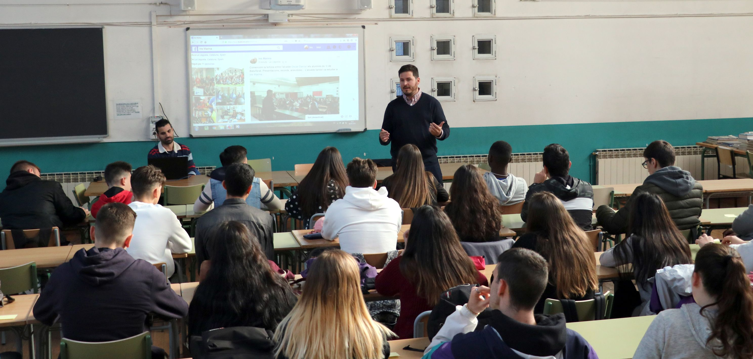 L'alcalde participa en una tertúlia amb alumnes de l'Institut Marina