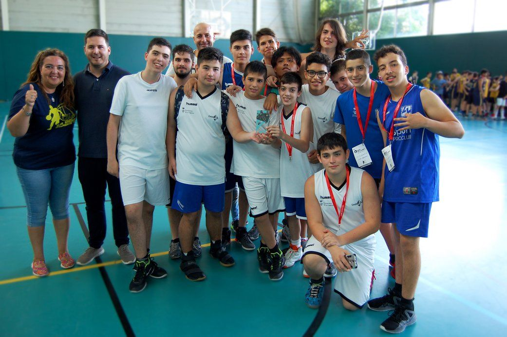 Sis equips participen al Torneig Vila la Llagosta de bàsquet