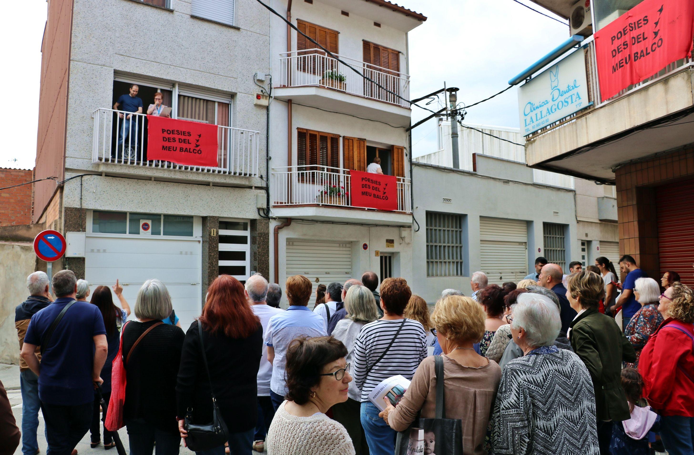 La segona edició de Poesies des del meu balcó va tenir ahir dimarts una molt bona acollida