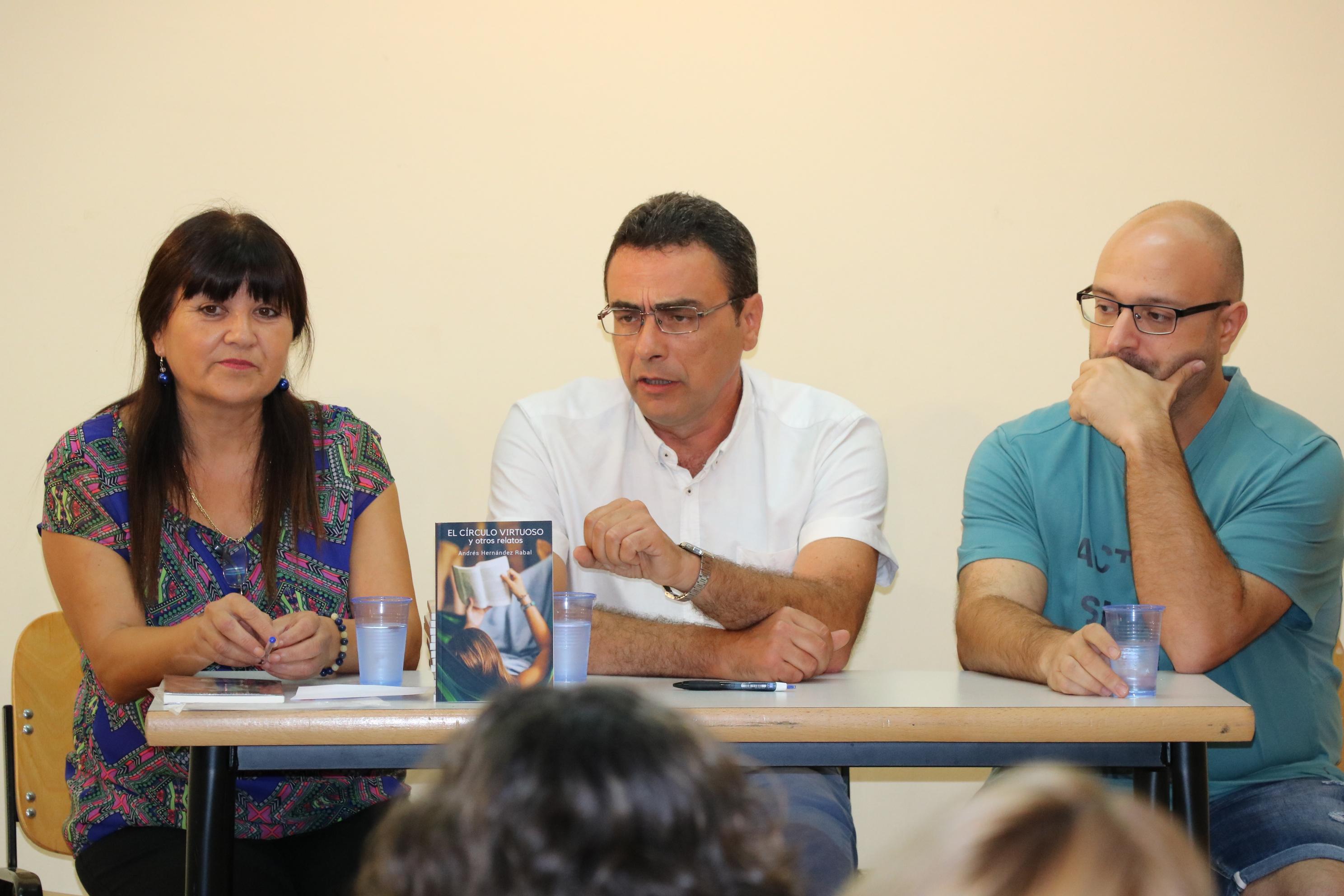 Força públic a la presentació del primer llibre del llagostenc Andrés Hernández