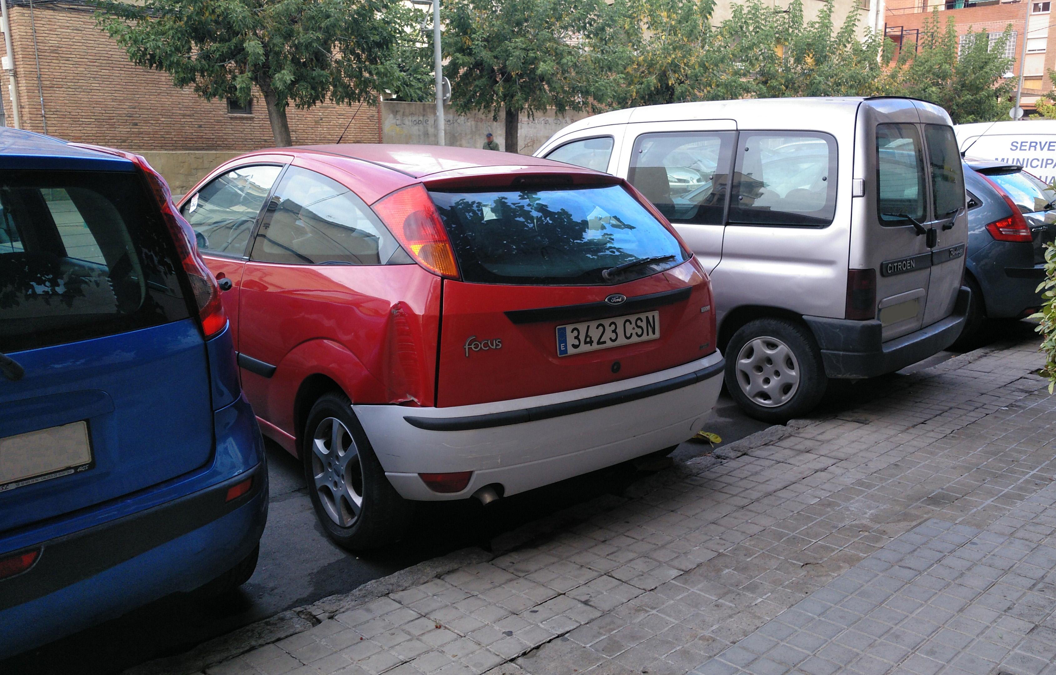 L'Ajuntament retirarà nou vehicles amb senyals d'estar abandonats a la via pública