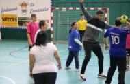 Més d'un centenar de persones van participar dissabte en la Jornada d'inclusió esportiva d'handbol
