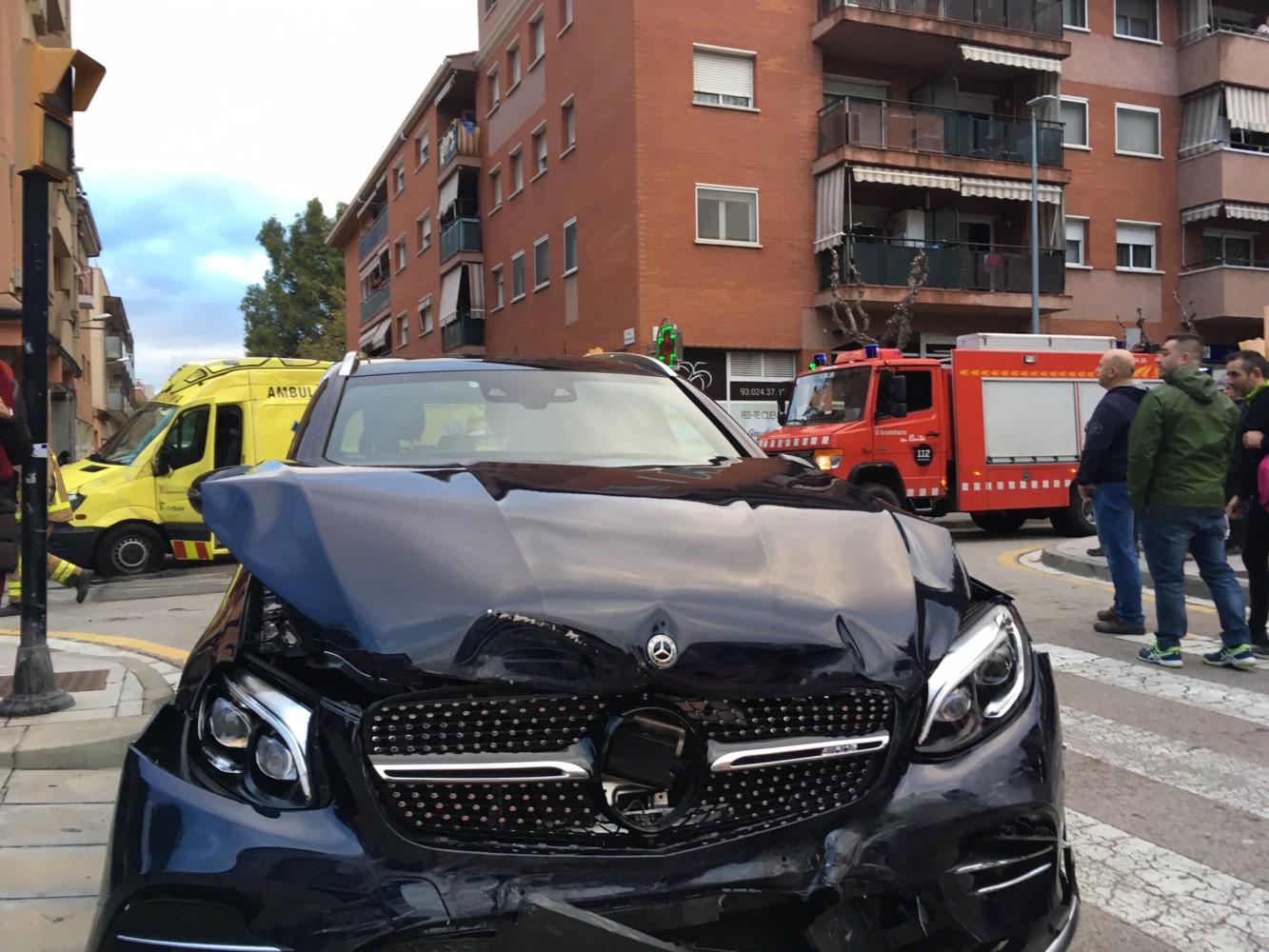 Quatre ferits lleus en un accident de trànsit a l'avinguda Onze de Setembre