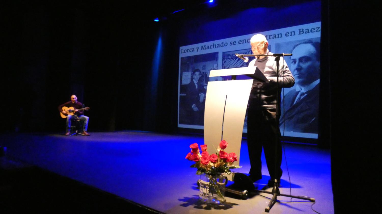 La Tarda de poesia recull prop de 300 euros per a la investigació de l'ELA