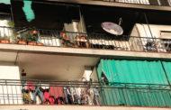 Tornen els primers veïns al bloc de pisos de la plaça de Catalunya