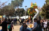 Un gran nombre de persones, a l'estrena dels jocs del Parc Popular