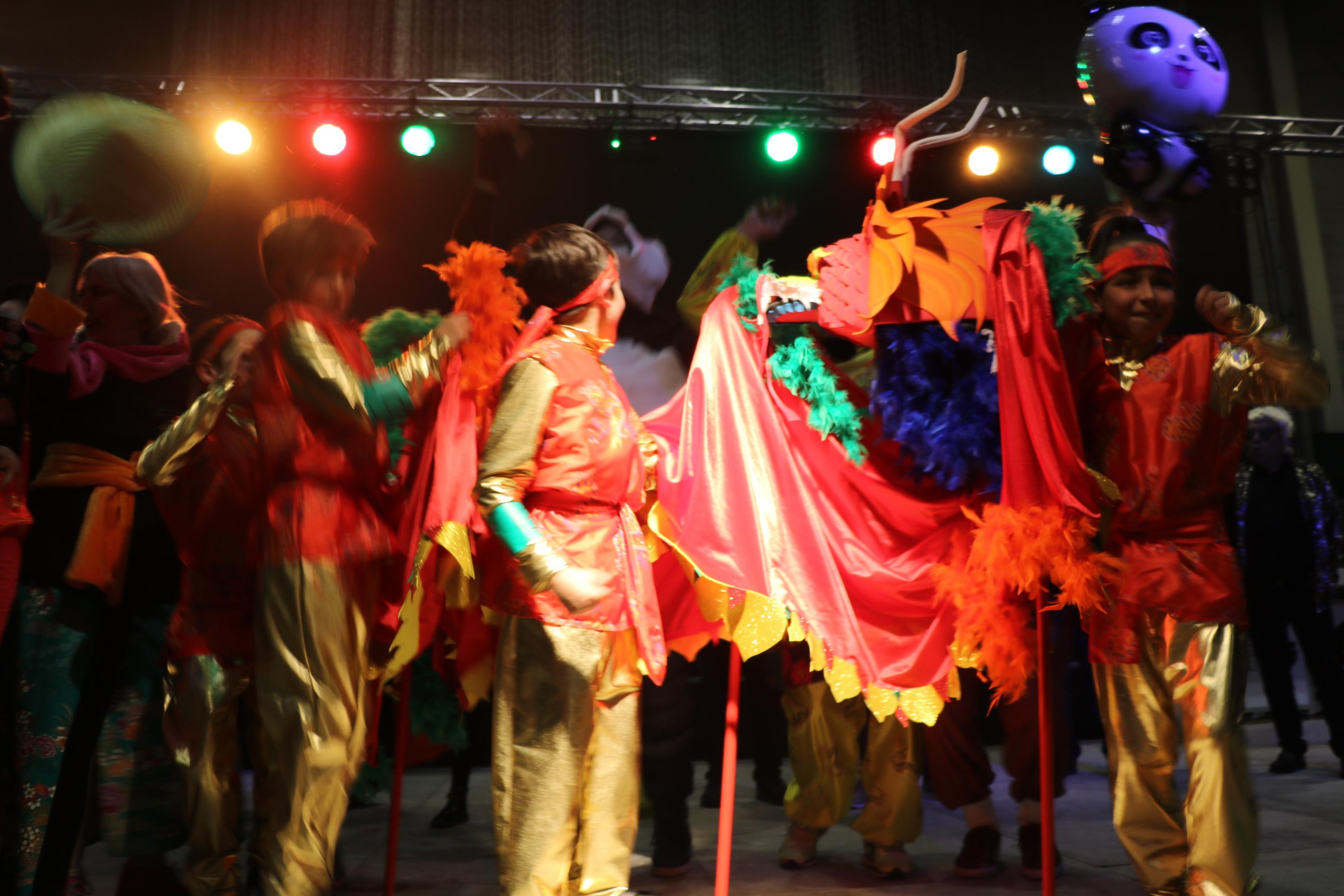 'Kalala China', 'Aloha Hawaii' i 'Cuéntame un cuento' guanyen el Concurs de disfresses del Carnaval