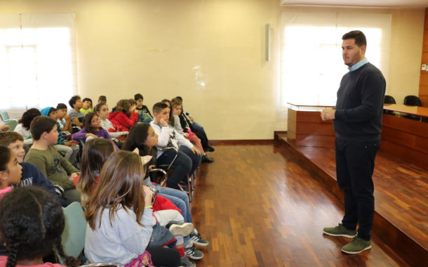 L'alumnat de quart de Primària de l'Escola Joan Maragall ha visitat avui l'Ajuntament
