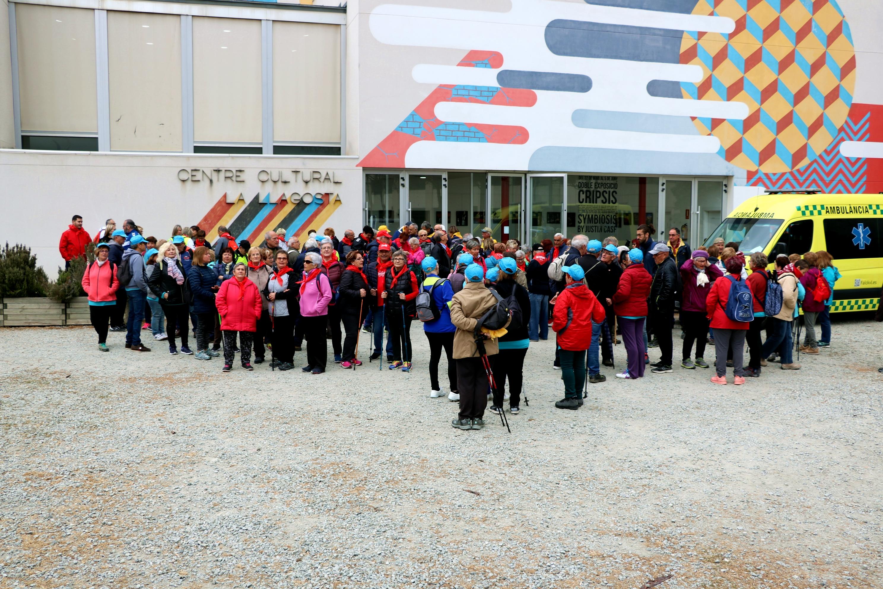 Unes 150 persones participen a la passejada per a gent gran de la Llagosta