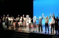 Jump Teatre omple el Centre Cultural amb 'Un funeral de muerte'