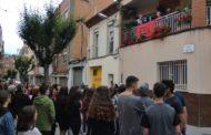 Es reciten 48 'Poesies des del meu balcó' amb una gran afluència de públic