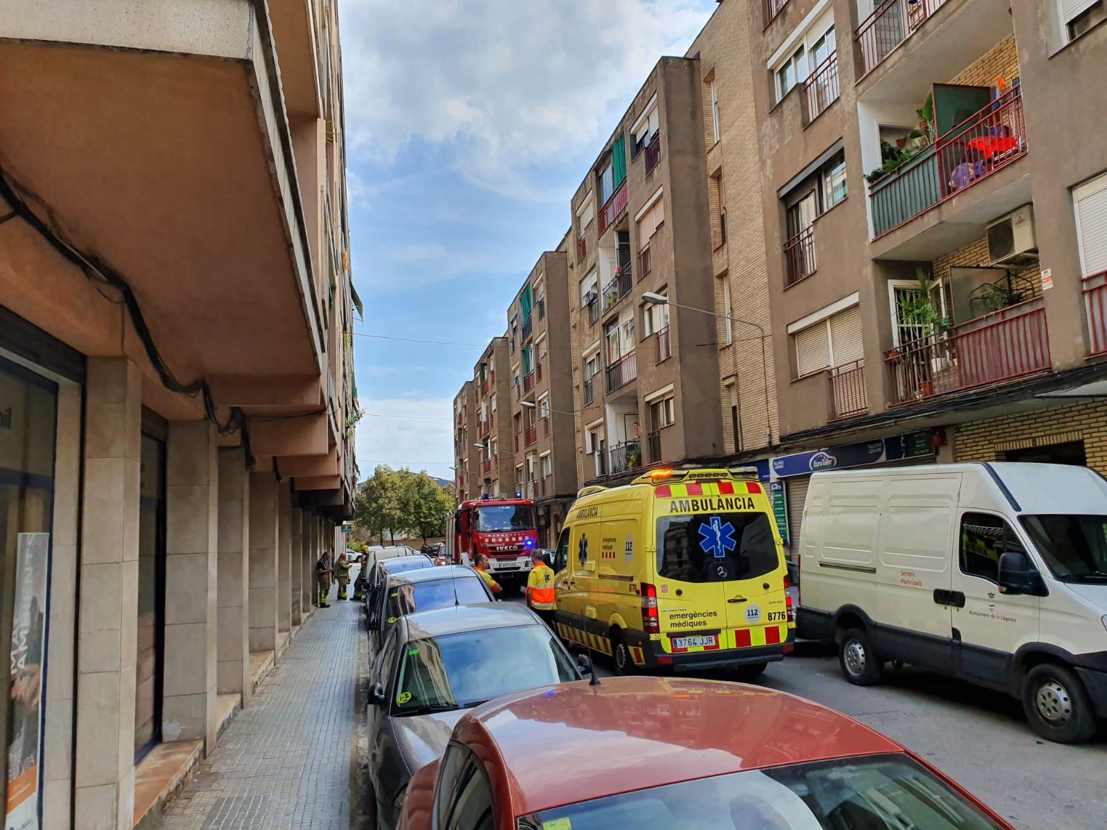 S'incendia el quadre de comptadors elèctrics d'un edifici del carrer de Jacint Verdaguer