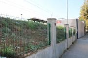 L'Adif instal·la una nova tanca al costat de la línia ferroviària R2