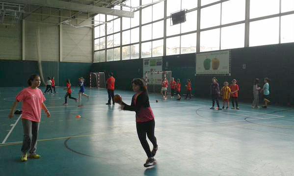 El Joventut Handbol la Llagosta porta a terme un campus femení d'handbol