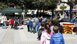 Escolars visitant la fira de Sant Jordi 2014