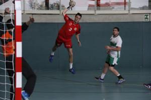 Un partit anterior del primer equip llagostenc. Fotografia JH la Llagosta.