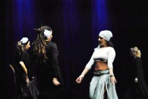 Imatge de l'espectacle Nines. Foto: Facebook de Veus de Dona