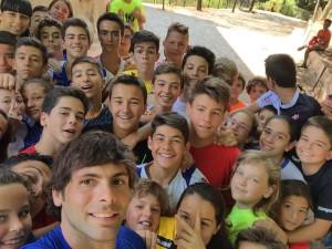 Antonio García, amb alguns dels participants al campus.