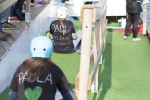 Fotografia: Samarretes de suport a Paula Macià. (Canal Olímpic Castelldefels).